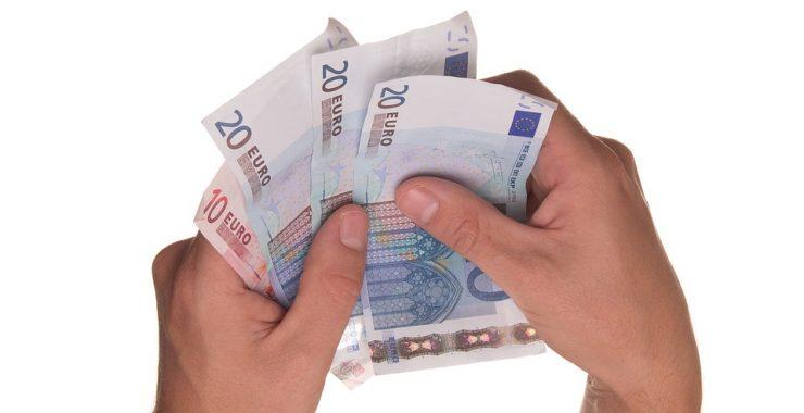 Kedy sa vyplatí úver alebo pôžička?